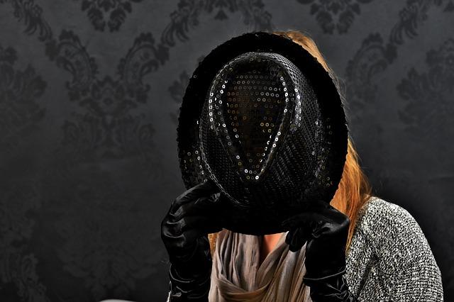 žena a klobouk