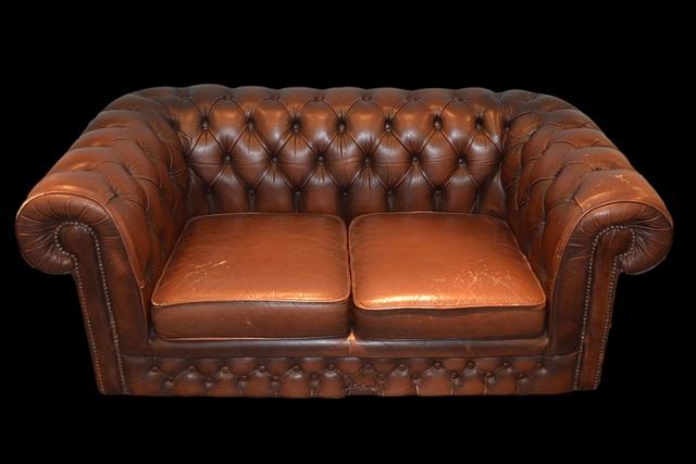 stará kožená sedačka
