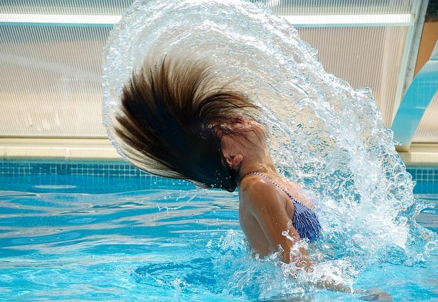 hraní ve vodě