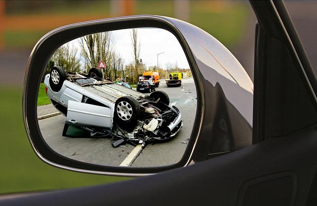 autonehoda v zrcátku