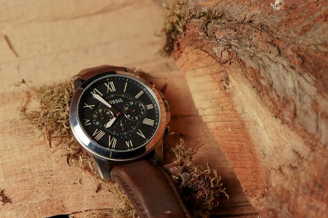 hodinky na dřevě