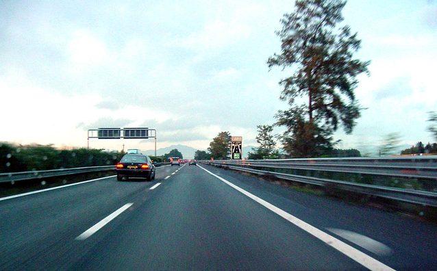 jízda stěhovacího vozu po dálnici.jpg