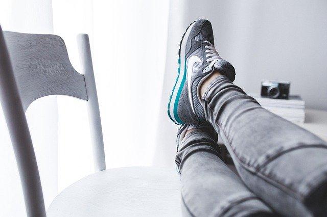 Nohy nahoře