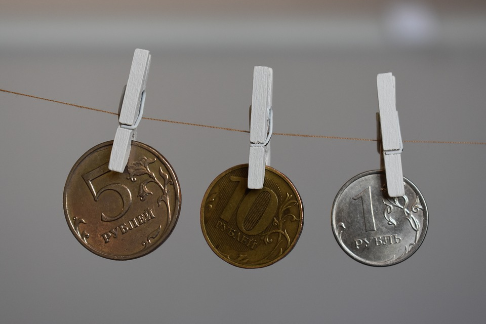 mince na šňůře