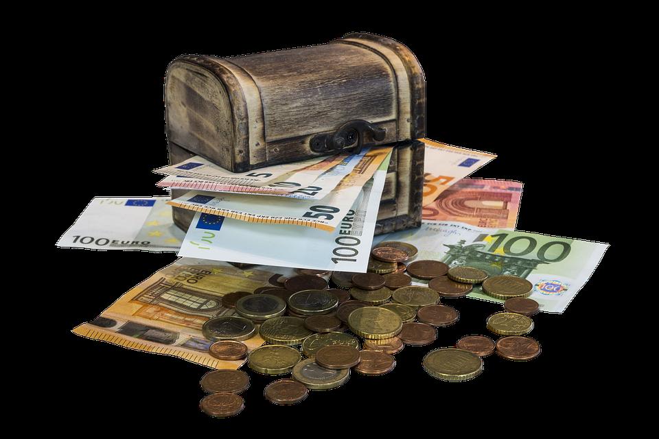 truhla s penězi